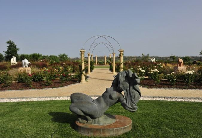 Luxury Estate with Vineyards - Land & Gardens